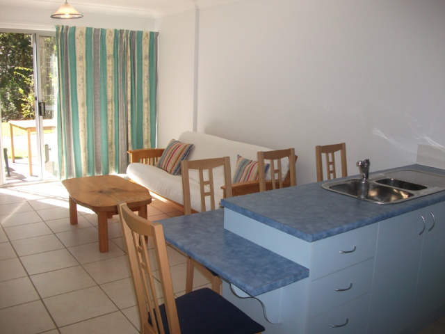 self-contained apartments,apartments,milton,burrill lake,lakeshore,lodge,accommodation